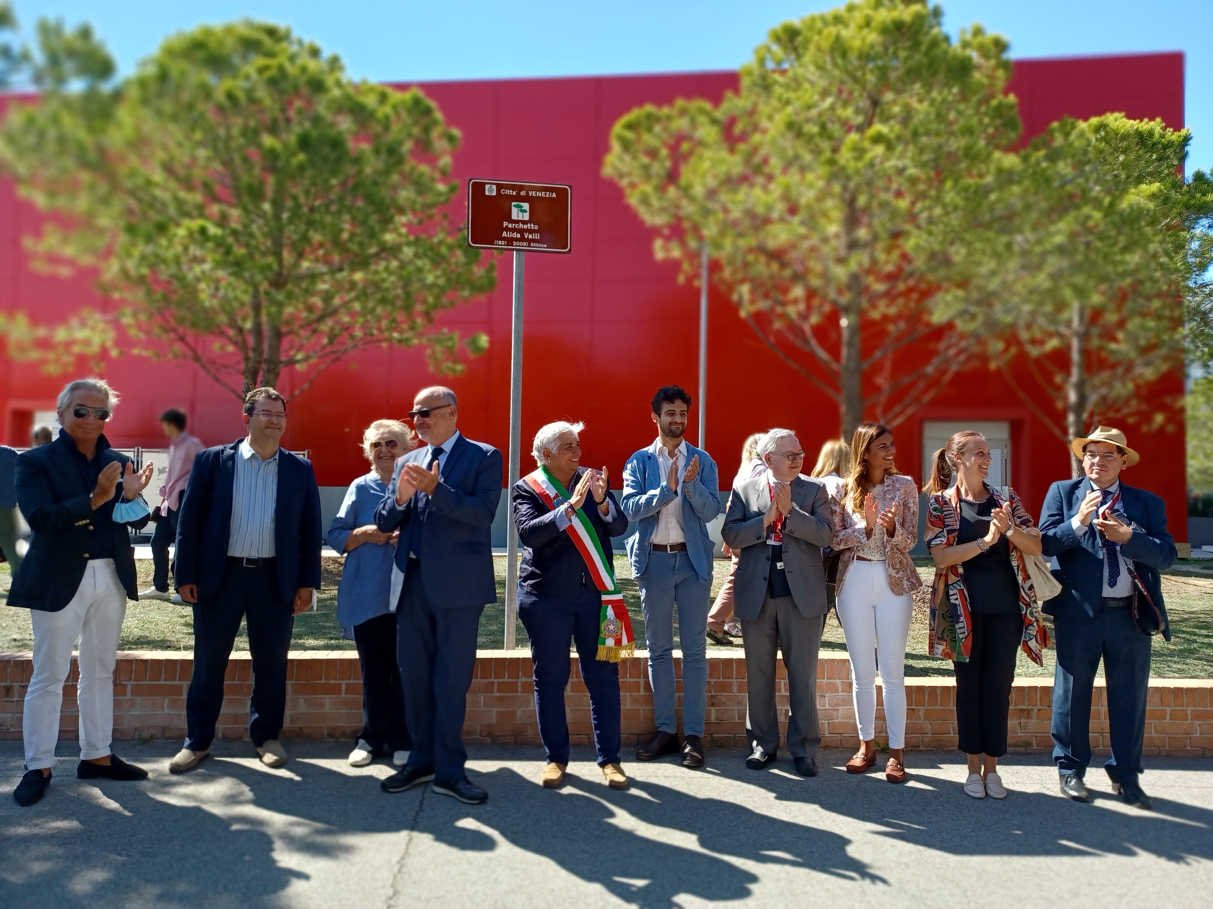 Un'area verde intitolata ad Alida Valli al Lido di Venezia durante la Mostra del Cinema
